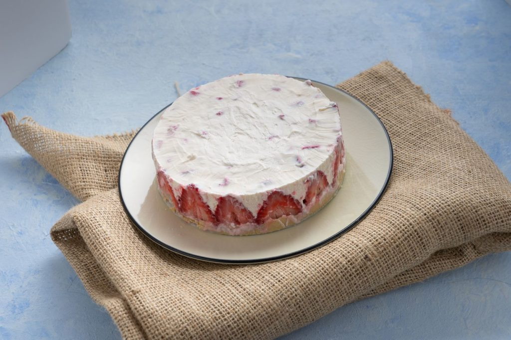 quick no bake keto cheesecake on cheesecloth